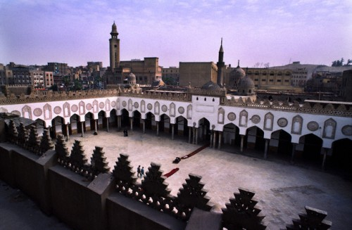 970-972, Cairo, Egypt --- The courtyard of Al-Azhar Mosque, the center of Al-Azhar University, the oldest university in Egypt. --- Image by © Barry Lewis/Corbis