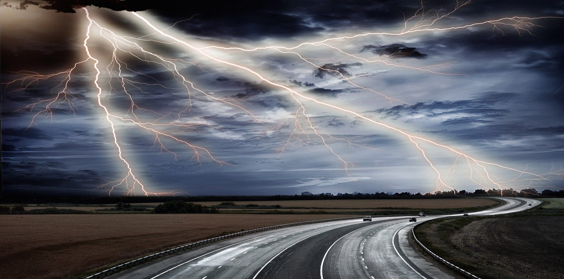 lightning-bolt-road-vehicle-dark-clouds-natural-free-wallpapers_lightning-bolt-road-vehicle-dark-clouds-natural-1